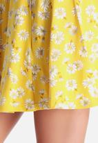 New Look - 70's Jersey Ditsy Skater Skirt