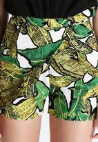 Lavish Alice - Banana Leaf Print D-Ring Shorts