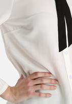 Dahlia - Blouse with Tie