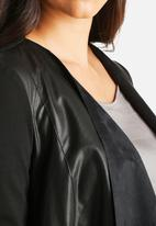 Vero Moda - Dalian Butter Short PU Jacket