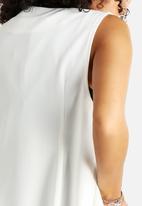 AX Paris - Sleeveless Jacket