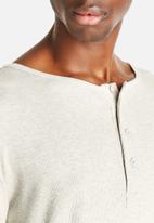 NUDIE - Henley Rib Backbone
