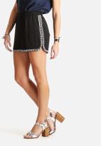 Vero Moda - Hea Embellished Shorts