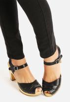 Glamorous - Thigh Slashed Skinny Jeans