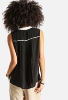 Vero Moda - Quin Pleat Shirt