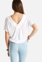 Vero Moda - Busy Rib V-Neck Top