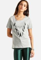 ONLY - Noomi Necklace Tee