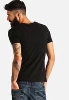 GUESS - V-Neck T-Shirt