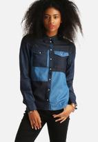 Vero Moda - Melissa Denim Patch Shirt