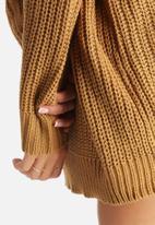 Noisy May - Favourite Knit