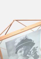 Umbra - Prisma photo display