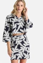 Lola May - Palm Leaf Print Boxy V Neck Top
