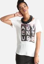 Vero Moda - Adventure Print Tee