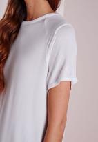 Missguided - Round Neck Dip Hem T Shirt