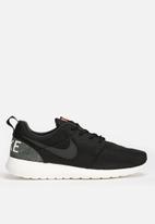 Nike - Roshe One Retro