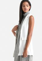 Influence. - Double Pocket Sleeveless Blazer