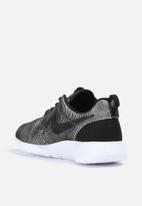 Nike - Roshe One Premium Plus