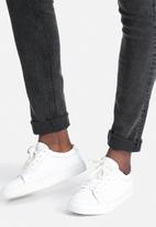 ADPT. - ADPT Skinny Jeans