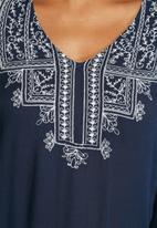 Vero Moda - Frey Embroidered Top