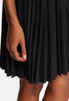 Vero Moda - Pixie Pleat Skirt