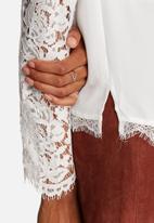 Vero Moda - Olivia Lace Shirt