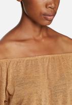 Jacqueline de Yong - Alanis off the shoulder top