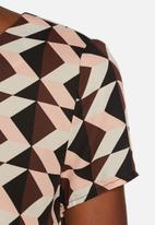 Glamorous - Triangle Geometric Scoop Top