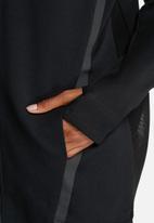 Nike - Tech Fleece Cocoon Mesh