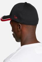 4f832bd102e 3930 Caddy Man Utd - Black   Red New Era Headwear