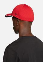 140f93ec889 3930 Caddy Man Utd - Red   Black New Era Headwear