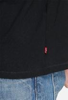 Levi's® - Graphic Set In Neck