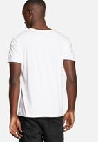 GUESS - Distorted Tee