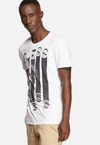 GUESS - Cascading Tee