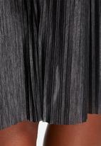 ONLY - Merla shiny pleated skirt