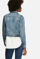 Levi's® - Authentic trucker traveling road