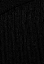 basicthread - Henley tee