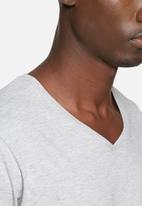 basicthread - Basic v-neck tee