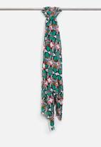 Vero Moda - Babushka scarf
