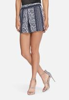 Jacqueline de Yong - Beat it shorts