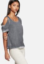 Vero Moda - Mai cold shoulder top