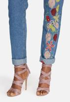 Glamorous - Flower embroidered jeans