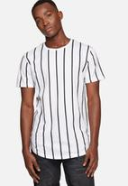 Only & Sons - Vertical tee