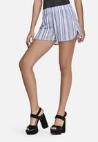 Vero Moda - Reba stripe shorts