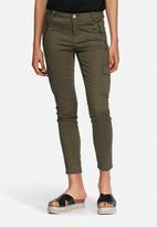ONLY - Kamelia cargo cropped pants