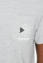 Reebok Classic - Pocket tee