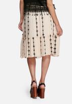 Vero Moda - Samantha embroidered skirt