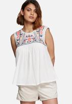 Vero Moda - Larisa embroidered top