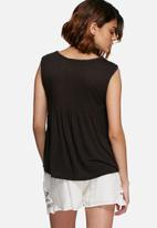 Vero Moda - Larisa embroidered top