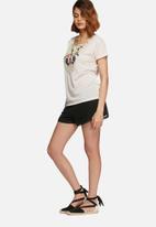 Vero Moda - Camilla embroidered top