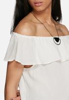 Jacqueline de Yong - Ruby frill off shoulder top